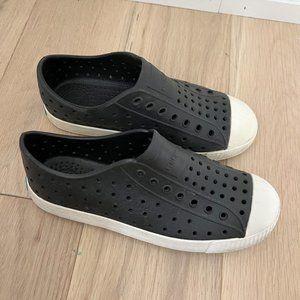 NATIVE Black Jefferson Water Friendly Slip-On Vegan Sneakers Kids J1